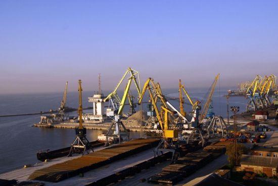 Порт у Маріуполі перейшов на чотириденний режим через російську агресію в Азовському морі
