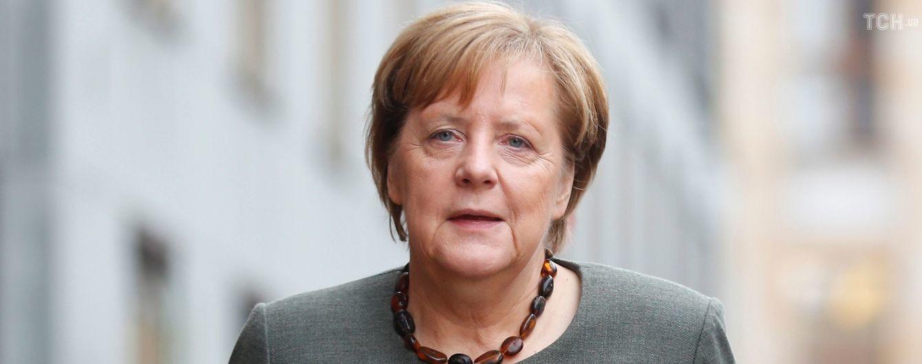 У Німеччині біля стін парламенту на новообрану Ангелу Меркель спробував напасти чоловік