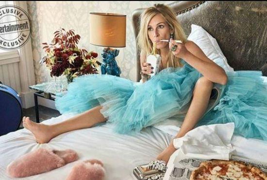 50-річна Джулія Робертс у вечірніх сукнях випила пива та поїла локшини у романтичній фотосесії
