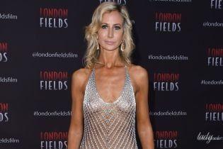 """Без комплексов: 42-летняя британская аристократка пришла на премьеру в """"голом"""" платье"""