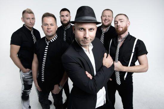 У новому синглі лідер гурту Mad Heads після дворічної перерви розкрив причини свого переїзду