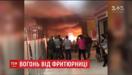 У Житомирському торгівельному центрі спалахнула фритюрниця