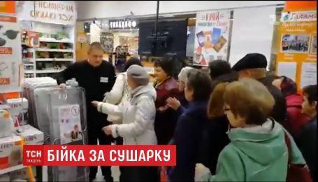 В Оренбурзі пенсіонери влаштували штовханину за безкоштовні сушарки для білизни