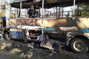 На Дніпропетровщині під час руху загорівся рейсовий автобус із пасажирами