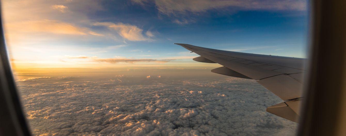 Рейс из Тель-Авива совершил экстренное приземление из-за россиянина, который пытался выбить иллюминатор