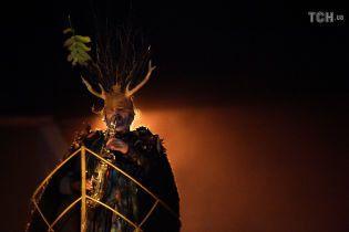"""Жуткие и рогатые: ирландское городок пленили """"чудовища"""" перед Хэллоуином"""