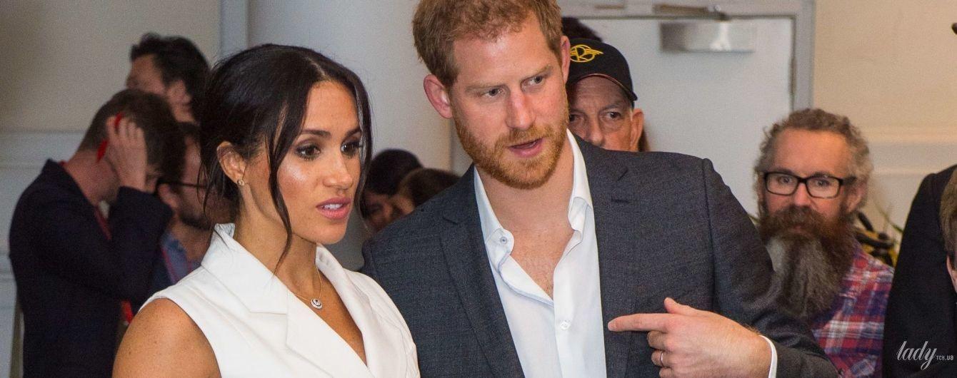 В белом мини-платье и на каблуках: новый выход беременной герцогини Сассекской Меган