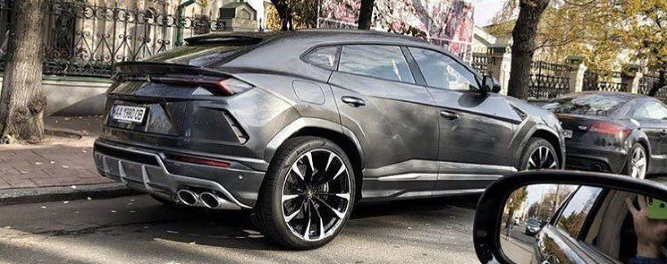 В Украине впервые засветился суперкросовер Lamborghini