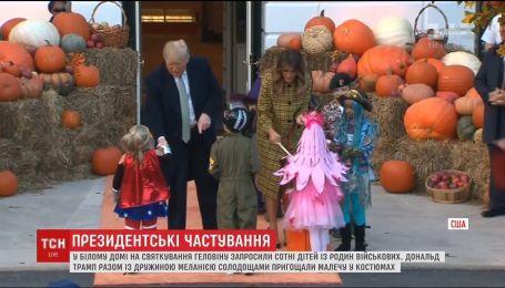 Начало Хэллоуина: чета Трампов пригласила в гости сотни детей из семей военных