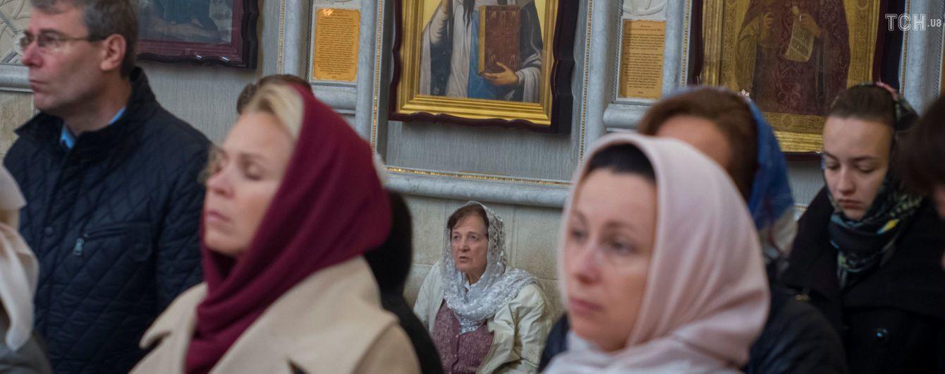 Сутички – те, чого прагне РФ: Порошенко закликав уникати провокацій із захопленням храмів