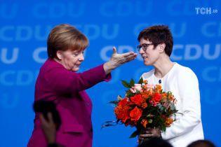 Преемница Меркель предлагала выпустить в один ринг Путина и Кличко
