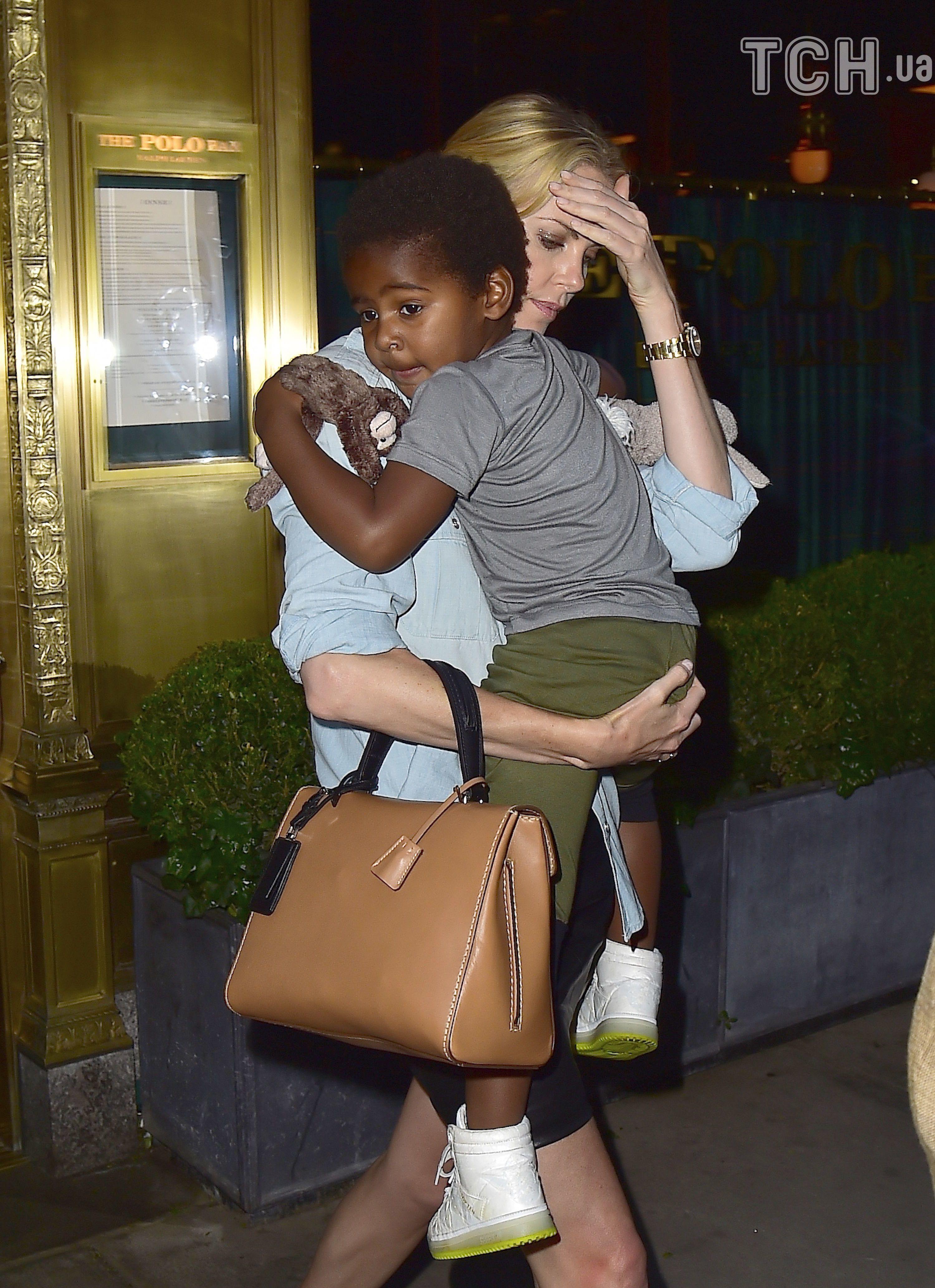 Шарліз Терон з сином