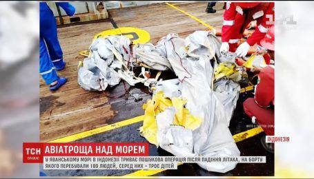 Крушение в Индонезии: с Яванского моря достают обломки пассажирского самолета