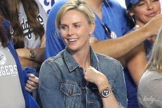У джинсовій куртці і майже без макіяжу: Шарліз Терон сходила на бейсбол