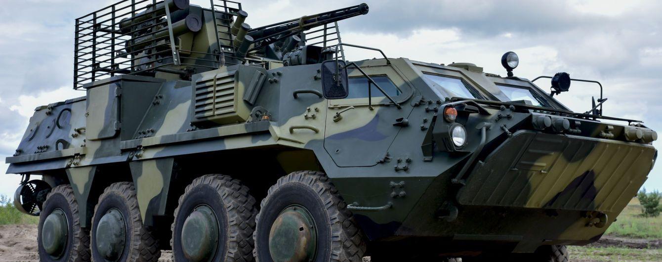 В Ровенской области БТР военных врезался в легковушку
