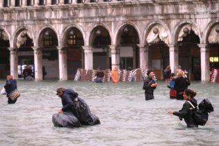 Через сильну повінь на Сицилії загинули 12 людей