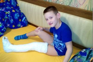 7-річний Тарасик після операції потребує посиленої реабілітації