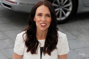 В зеленой юбке и с красивым макияжем: премьер-министр Новой Зеландии встретилась с герцогиней Сассекской