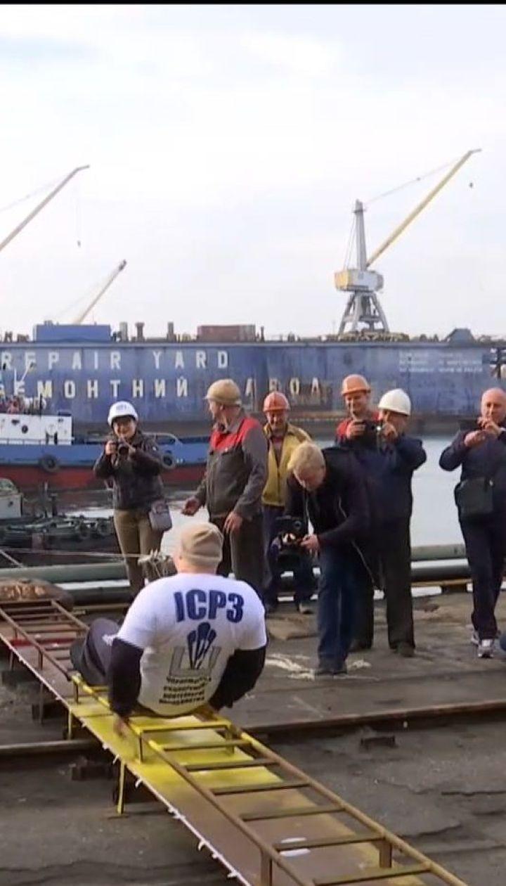 Українець Олег Скавиш зубами протягнув морське судно на відстань понад 16 метрів