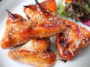 Курячі крильця в медово-гірчичному соусі