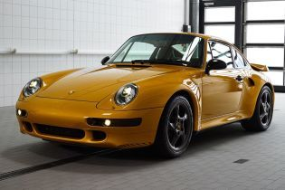 Золотой рестмод Porsche 911 продали почти за 3 млн евро