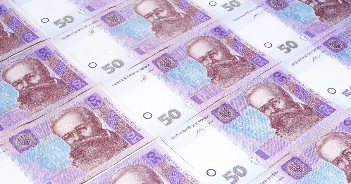 Середня зарплата українців зменшилась на 12%