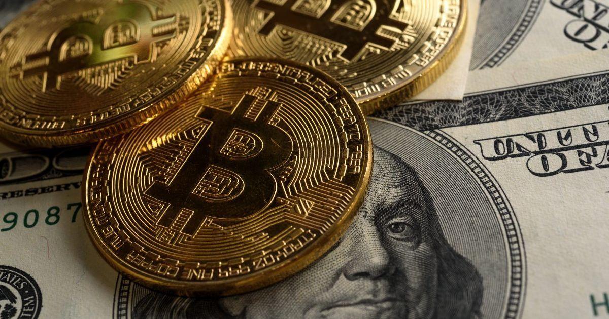 Bitcoin продовжує штурмувати нові висоти: вартість криптовалюти перевищила $18 000