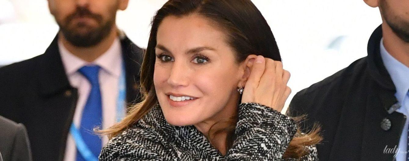 Королевы тоже носят ботфорты: 46-летняя Летиция прилетела в Швейцарию в эффектном образе