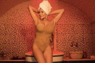 В одном телесном боди: Надя Мейхер похвасталась перед поклонниками стройной фигурой