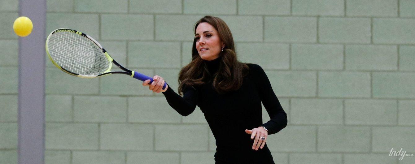 У прекрасній формі: герцогиня Кембриджська зіграла в м'яч на підборах