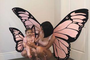 В костюмах бабочек: Кайли Дженнер показала милый снимок с подросшей дочерью