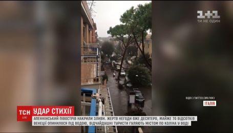 В Италии десятки людей травмировались из-за падения деревьев
