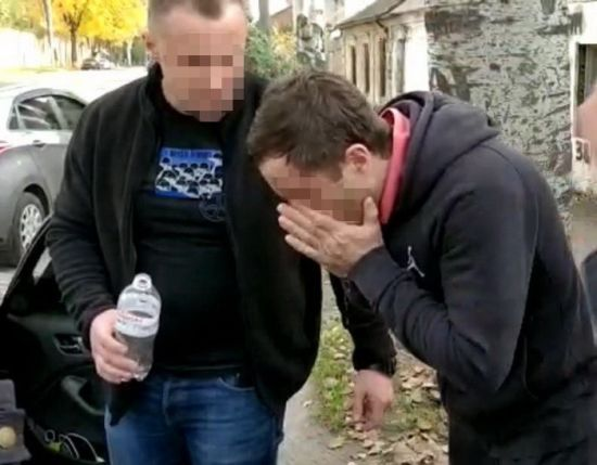 """У Запоріжжі """"депутат"""" намагався дати співробітнику СБУ хабар у 5 тис. доларів"""