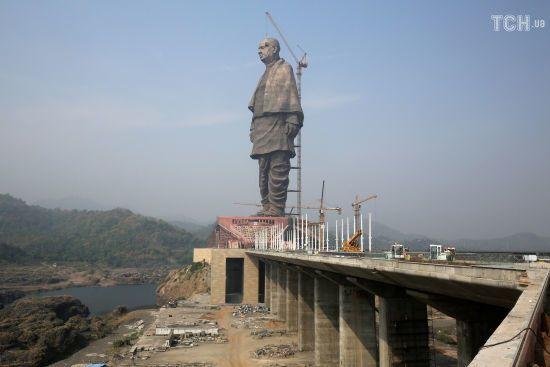 """В Індії побудували найвищу статую в світі. Вона вище за """"Батьківщину-Мати"""" і статую Свободи"""