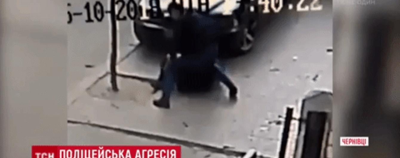 В Черновцах коп до полусмерти избил водителя за неудачно припаркованную машину