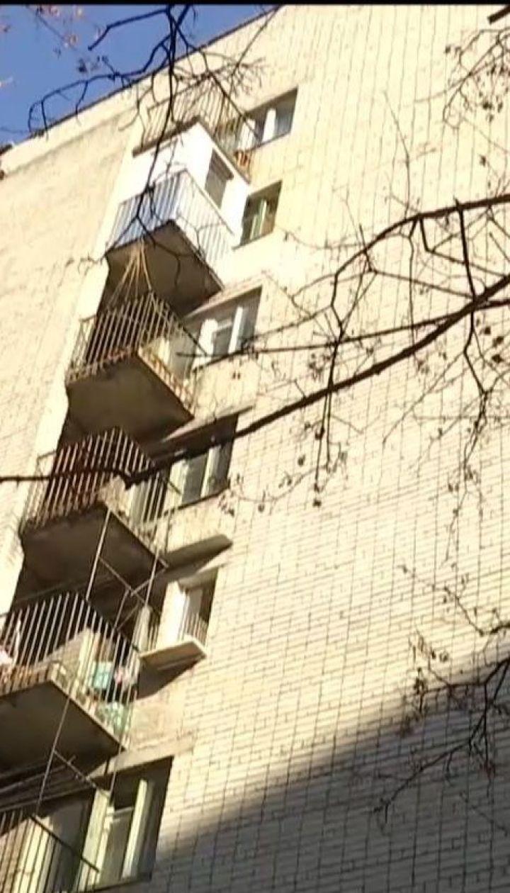 На балконе собственного дома родители нашли повешенной 14-летнюю дочь
