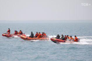 Рятувальники знайшли ймовірне місцерозташування корпусу розбитого в Індонезії літака