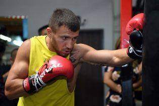 """Легендарний боксер назвав Ломаченка """"зіркою сучасного боксу"""""""