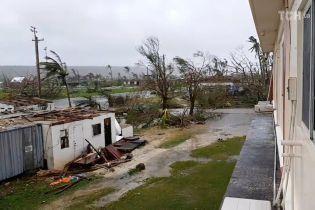 В результате мощного тайфуна на Филиппинах погибли шесть человек
