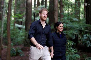 Тур принца Гаррі та Меган завершився прогулянкою підвісним мостом та участю в обряді босоніж