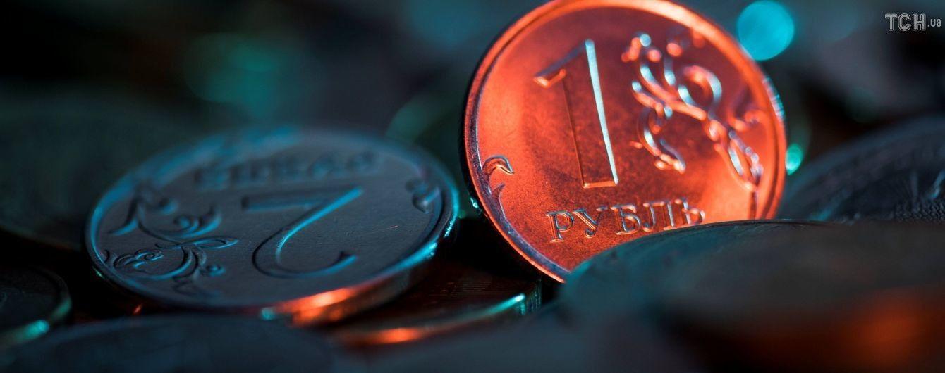 Лавинообразный эффект: инвесторы втрое быстрее выводят деньги из РФ, чем в прошлом году