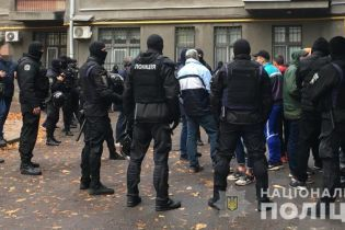 В правительственном квартале задержали группу молодых людей с оружием и газовыми баллончиками