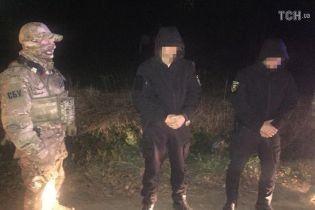 На Буковине задержали копов-взяточников, которые обещали помочь контрабанде крупной партии спирта