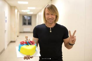 Продолжают баловать: Олег Винник показал новый сюрприз от поклонников