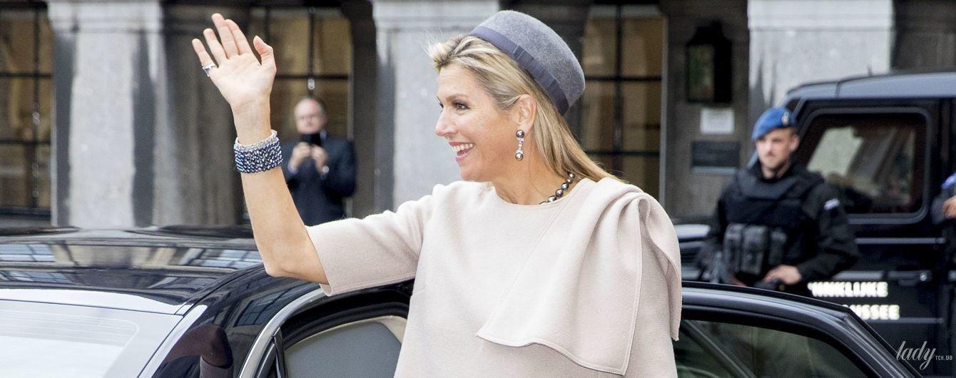 В шляпе и широких брюках: стильная королева Максима приехала с мужем на прощальный прием