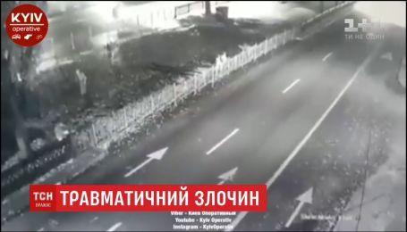 В Киеве полицейская машина случайно сбила мужчину-грабителя