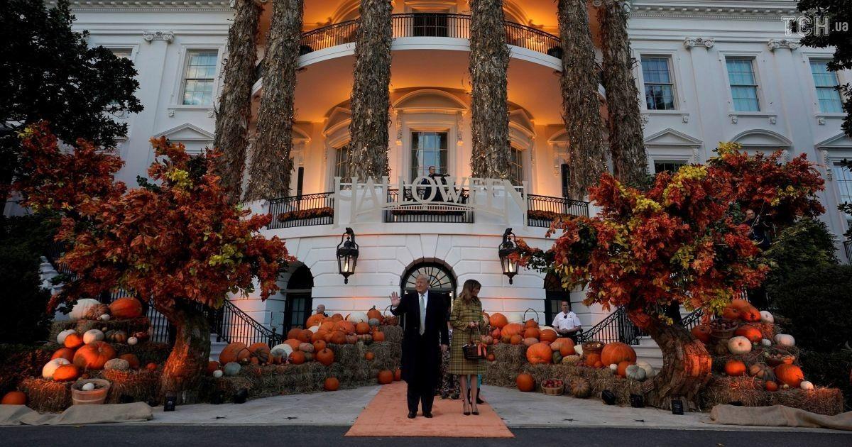 Конфеты или смерть: в Белом доме Трамп с ребятами начали праздновать Хэллоуин