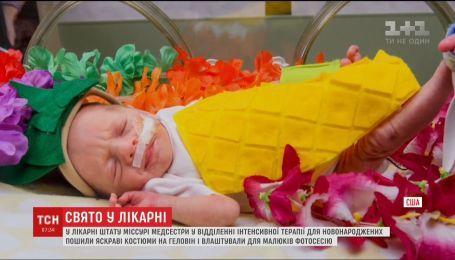 У США медсестри пологового будинку влаштували Геловін для новонароджених