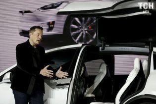 Маск розповів про управління електрокарами Tesla через смартфон