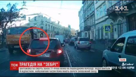 """Во Львове водитель """"КамАЗа"""" наехал на 77-летнюю женщину на пешеходном переходе"""